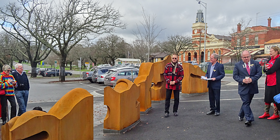 Cliff Burtt street sculptures in Buninyong